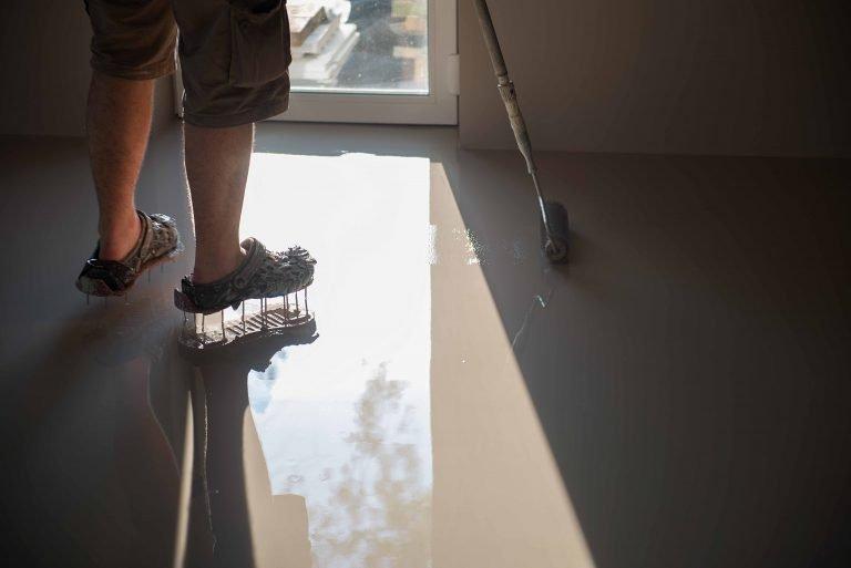 epoxy-worker-installing-epoxy-resin-flooring